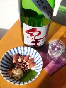 ホタルイカは甘辛い酢味噌和えにするのが定番なくらいなので、紀土が数日経って甘さを帯びたとしても、それはそれでよく合うだろう。