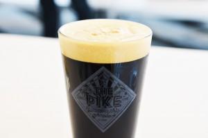 アメリカ代表ブリュワリーは「パイク」。「スタウト」は超濃厚な黒ビールで、濃厚でパワフルな風味がアメリカンエールの特徴です。