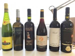 アルザス地方のワインは非常に独特である。頭ひとつ分、背が高いのがアルザスワインだ。背の高さだけでなく肩のラインが美しい流線型になっているところも特徴的だ。