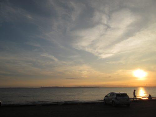 朝霜の印旛沼、「東洋のドーバー」銚子の屛風ヶ浦、内房ならば遠く対岸の三浦半島に夕日が沈む富津の「新舞子海岸」