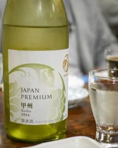 白ワイン「甲州」。柑橘系の香りが爽やかで飲みやすい逸品。