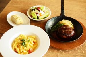 ドイツの生パスタ「シュペッツレ」と特製ハンブルグステーキ。ステーキは「デミグラス」「和風」「トマト」の3タイプのソースが選べますが、写真はデミグラスバージョンです。