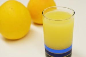 グレープフルーツジュース。身体の余分な熱を取ってくれたり、 酔いを醒ましてくれたりする効能を持った食材です。