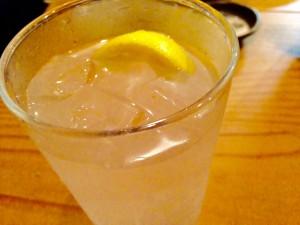 「焼酎の水レモン割り」