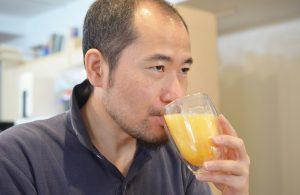 日本酒の卵酒を飲む