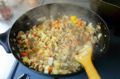 「ひき肉ピーマン」のタネ作り