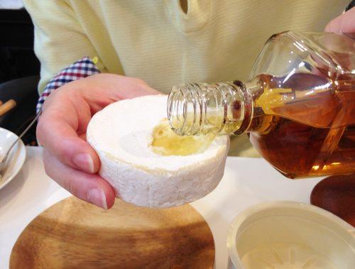 """【ウイスキーの酒器にしてうまい食品選手権】いろんなツマミを""""グラス""""にしてウイスキーを飲んだら、どうなったと思う?(前編)"""