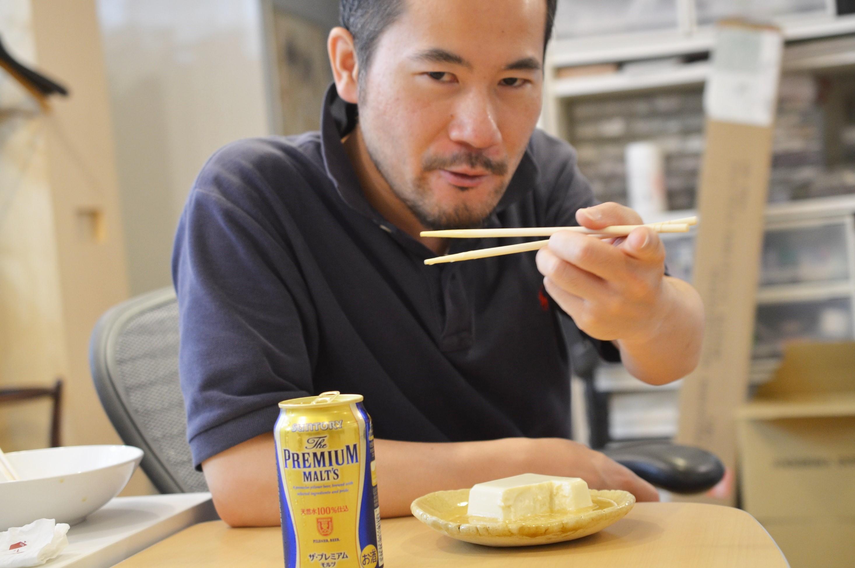 【豆腐の酒びたし……?】いろんな酒を冷奴にかけて、一番うまくなるやつを決めようじゃないか!(前編)