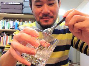 ジンにおでん出汁を入れる