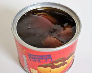 大阪名物・たこ焼き缶詰を開封した途端、あたりに広がるこてこてソースの香り。