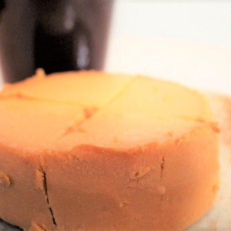 """【チーズケーキが缶詰になっただと?】甘いものは食べない主義の酒好きも""""スイーツ飲み""""に開眼しかねないチーズケーキ缶×ラズベリービールの実力とは?"""