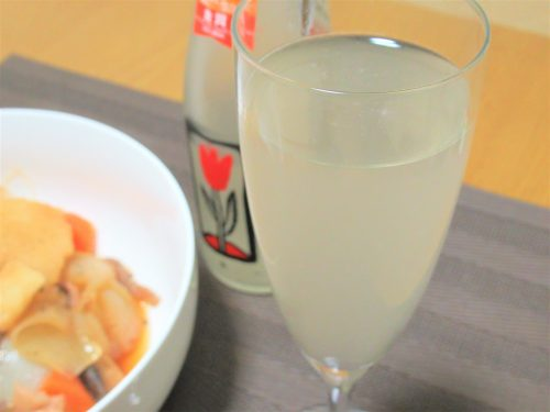 「Rice Magicスパークリング 純米大吟醸」をグラスに注いでみました。