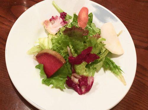 朝どり地場野菜の新鮮サラダ
