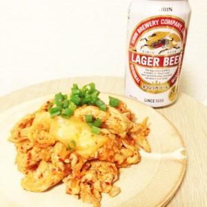 定番「キリンラガー」と豚キムチはやっぱり旨い! 強めの苦味と辛味で大人の味に。
