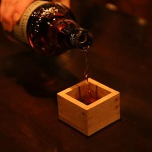 【「バッカスの選択」編集部直伝】ウイスキー専用酒器「ミズナラ枡」使いこなし完全マニュアル