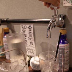蛇口をひねるとキンミヤ焼酎が出てくる、夢のような居酒屋があった。しかも30分399円で飲み放題