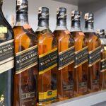 ジョニー・ウォーカーが紙のボトルへ。持続可能なウイスキーに生まれ変わります
