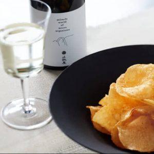 日本酒とポテトチップスの特別なマッチング! 湖池屋 × 越銘醸「日本酒xポテト あわせて旨みがふくらむセット」